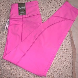 NWT Victoria Sport Total Knockout Legging